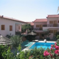 Ninemia Residence Apartman - Tolo
